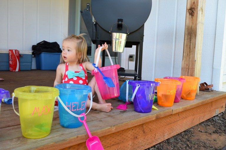DIY kids' activity buckets for outdoor fun are a great family activity for camping, the beach, or anything outside - made from Dollar Store supplies. Ten Thousand Hour Mama