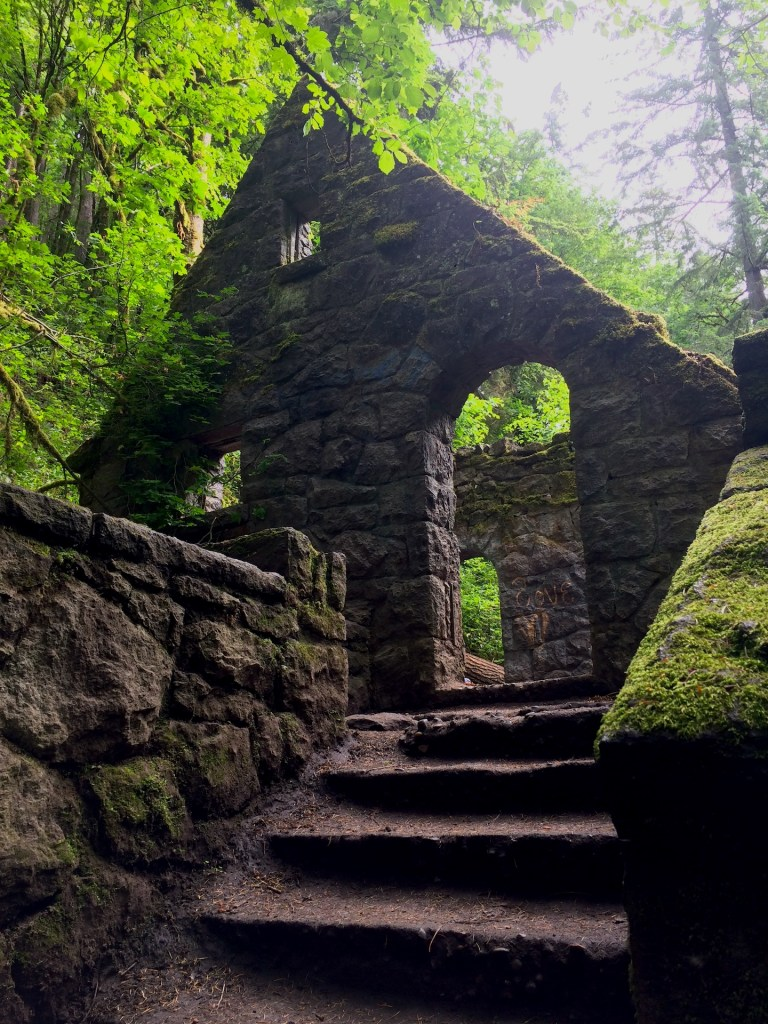 Hiking Portland Oregon's witch's castle with kids is a fun outdoor activity when you travel as a family - or if you live here in the Northwest! Ten Thousand Hour Mama