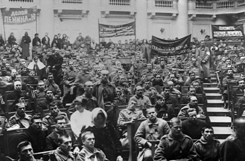 O Conselho de Deputados Trabalhadores  (Operários) e a Revolução