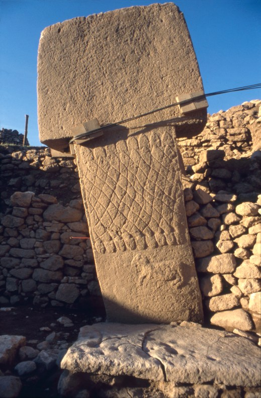 Pillar 1 in Enclosure A shows a net-like pattern formed of snakes and a ram (Photo: C. Gerber, coopyright DAI).