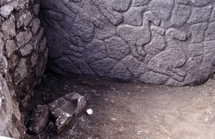 Sculpture of a boar next to Pillar 12 in Enclosure C (Photo D. Johannes, copyright DAI).