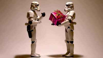 stormtroopers-with-a-christmas-present-10983-1024x576.jpg