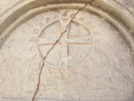 símbolo de la Cruz de Malta encontrado en las iglesias en las cuevas de Capadocia