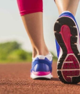 memilih sepatu lari