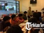 Jelang Pertandingan Persija VS Arema Malang, Polsek Tanjung Duren Gelar Silaturahmi antar Supporter