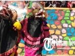 Peringati HUT Ke-74 RI, Seniman Bantengan Mahesa Syuro Hibur Masyarakat Di Sunday Market