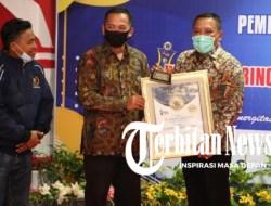 Dinobatkan Sebagai Bapak Pembangunan oleh PWI Jatim, Bupati Sampang: Ini Beban