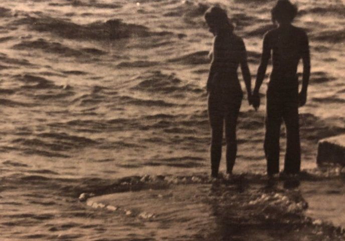 couples hand at ocean
