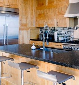 Reformas en Alicante de Carpintería reforma cocina en madera