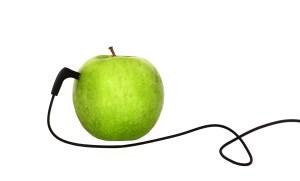 Apfel mit Kabel