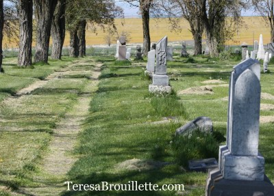 How to plan a gravestone rubbing field trip. A local cemetery may seem an odd place to visit, but it is a unique way to explore history and capture images through gravestone rubbings.