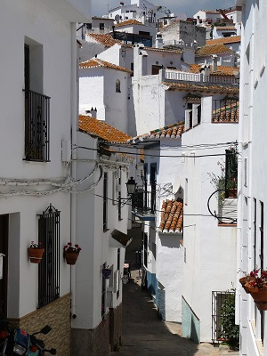 Narrow lane in Comares