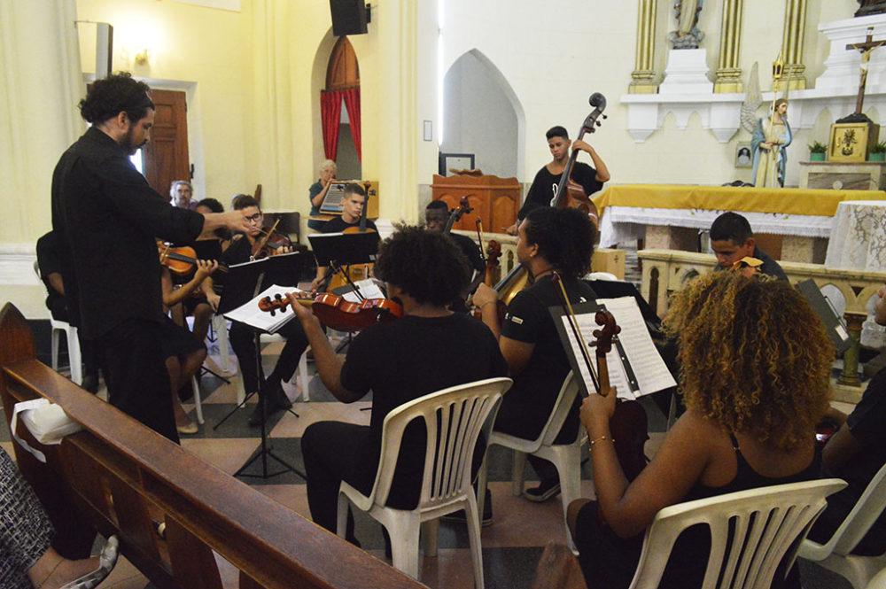 """Orquestra """"Jovem Da Grota"""" emociona público na abertura da temporada 2016 do """"Música Na Matriz"""""""