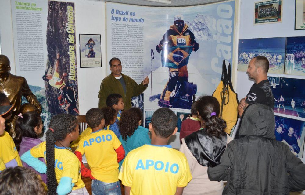 Alunos do Lar Tia Anastácia visitam Ginásio Pedrão e Museu do Esporte