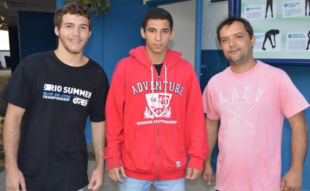 Atletas recebem apoio para internacional de jiu-jítsu