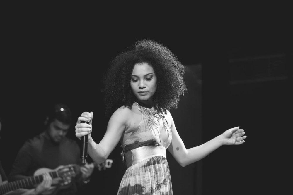 """Revelação do """"samba pop"""", Thais Macedo se apresenta na Casa de Cultura"""
