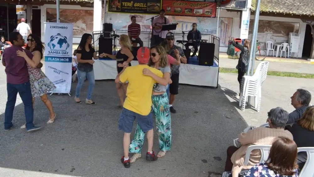 Shows de dança e música ao vivo animam o final de semana na Feirinha do Alto