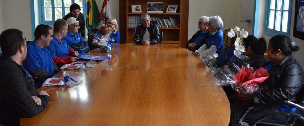 Prefeito Mario Tricano recebe homenagem por apoio à APAE