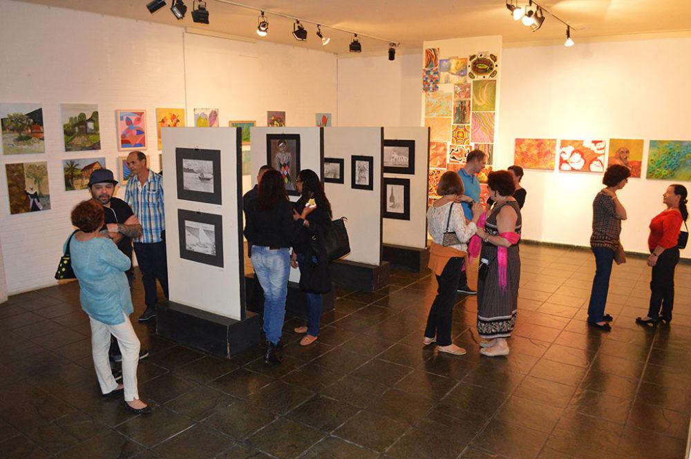 Curso de desenho e pintura encerra 2016 com exposição de alunos