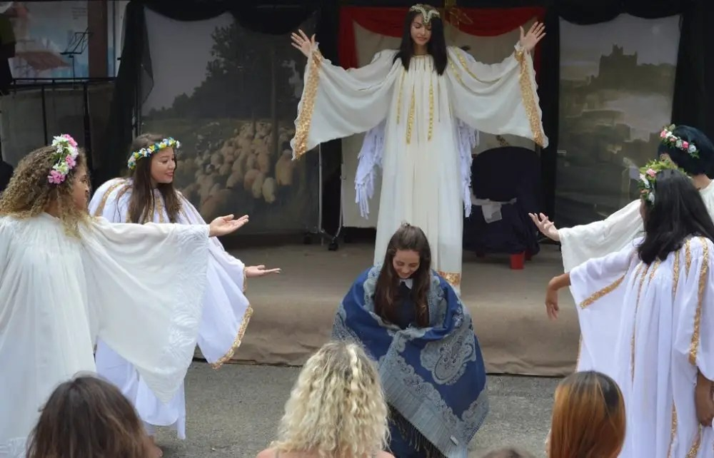 Auto de Natal cativa público da Feirinha com show de dança, canto e teatro