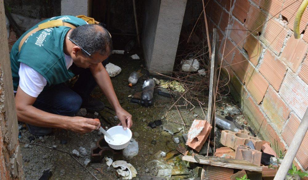 Prevenção à dengue: Prefeitura faz trabalho de conscientização nos bairros