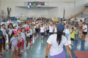 Projeto 'Brincando com Esporte' tem festa no Pedrão