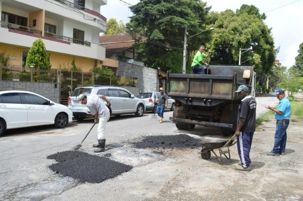 Ruas da cidade recebem equipes de manutenção da Secretaria de Serviços Públicos