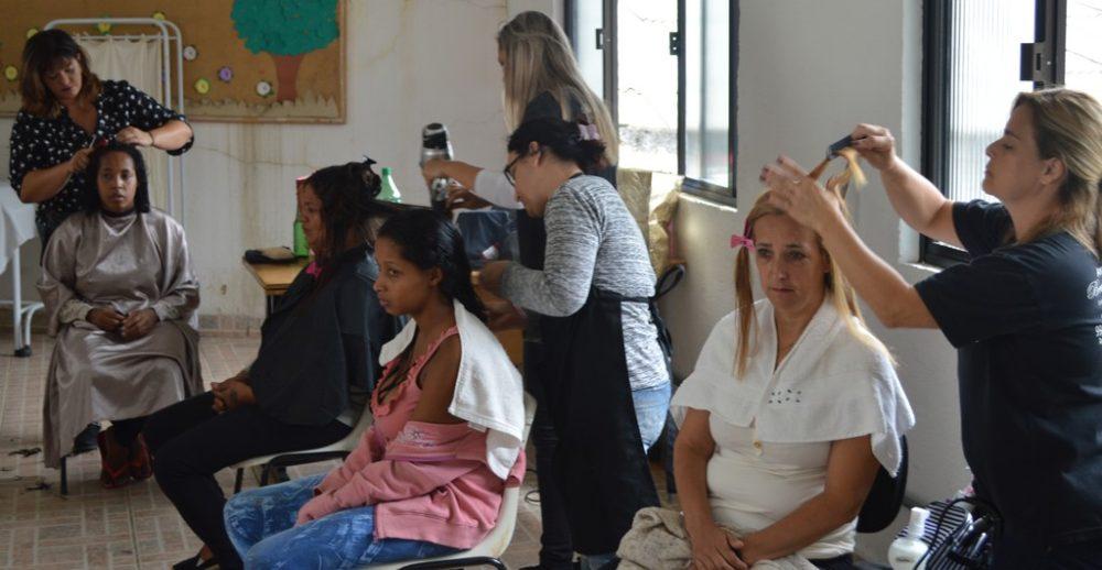 PSF´s do Rosário e do Perpétuo promovem ação de beleza para mulheres