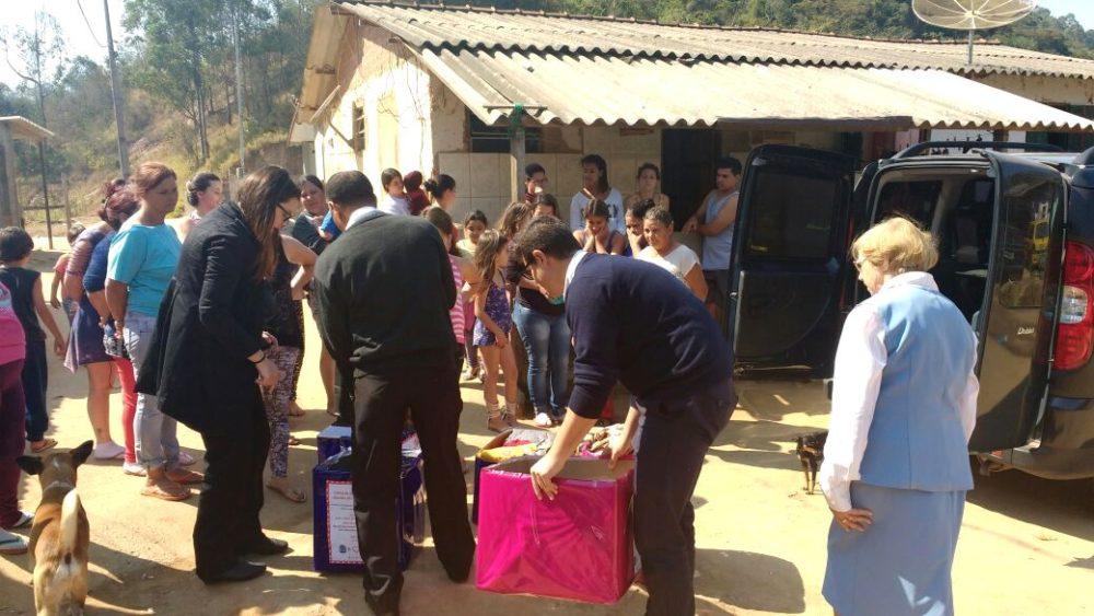 Em parceria com o CRAS Alto, Campanha do Agasalho do Hospital São José atende famílias do interior do município