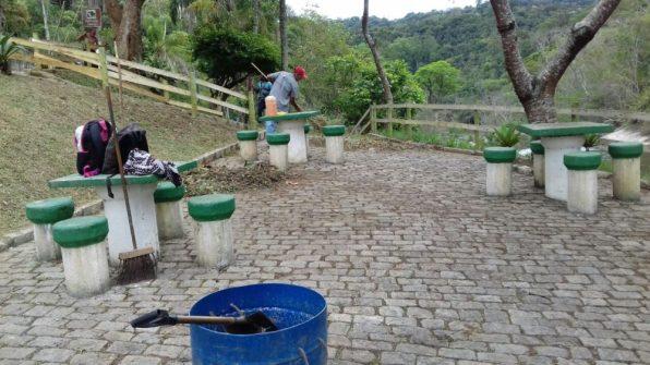 Prefeitura faz serviços de manutenção na Cascata do Imbuí