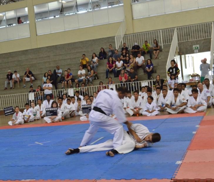 Cerca de 70 atletas participaram do 1º Campeonato Estadual de Karete-Kyokushin Oyama, no Clube Comary