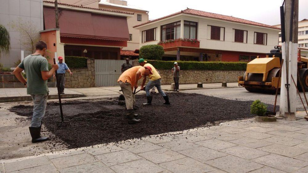 Operação tapa-buracos contempla Rua Carmela Dutra