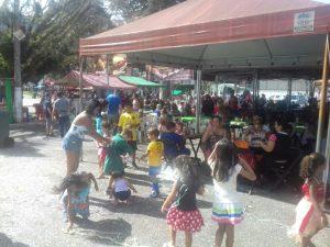 Alegria e folia no Carnaval da família na Feirinha do Alto