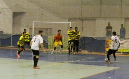 Confrontos equilibrados marcaram a primeira rodada da Copa Terê de Futsal realizada no Ginásio Pedrão
