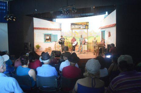 Plateia prestigia artistas do 'Cultura de Raiz' na festa de 9 anos de existência do projeto