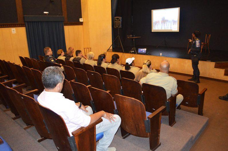 Reunião conta com a participação de Marcos Antônio Da Luz, secretário de Segurança Pública, e de guardas municipais que atuam na ronda escolar da cidade