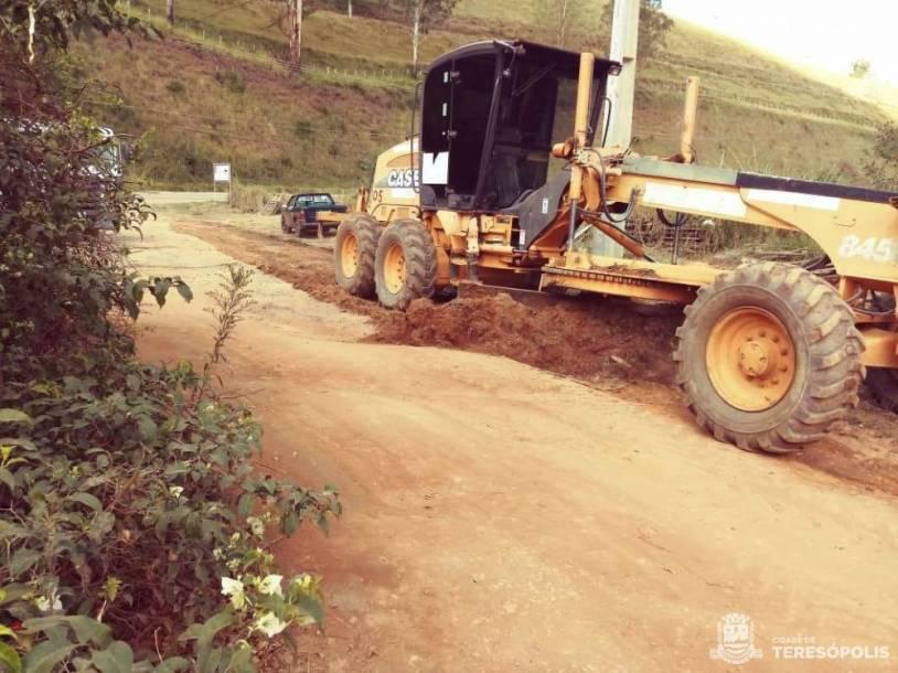 Patrolamento para nivelamento de pista em estrada do Xotó, na área rural