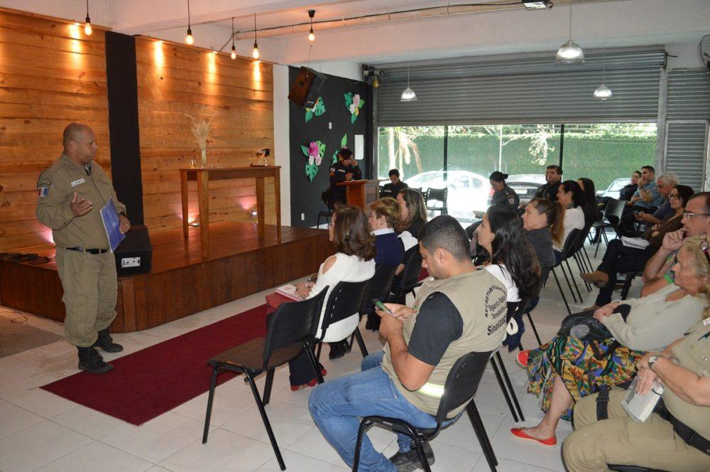 Guarda Municipal e Polícia Militar participam de reunião do Conselho Escolar