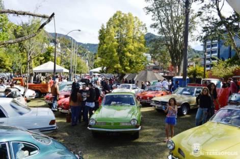 Exposição de carros antigos reúne admiradores