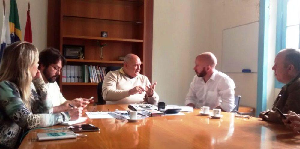Pedro Gil e Vinicius Claussen fazem primeira reunião de transição de governo