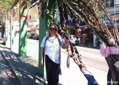 A coordenadora Adriana Marques apresenta o trabalho das mulheres do CRAS Alto
