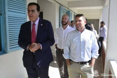 Rogério Abdalla, Prefeito Vinicius Claussen e Secretário de Saúde Mauro Botner conferem as instalações da Beneficência Portuguesa