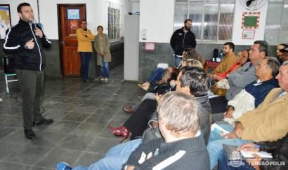 Em Volta do Pião, o Secretário Lucas Guimarães explica o passo a passo da Chamada Pública aos agricultores do 2º Distrito