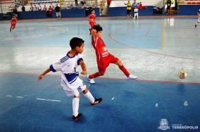 Jogadores mostram raça em mais uma partida do Estadual de Futsal, no Pedrão