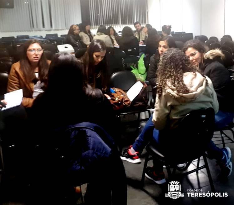 EDUCAÇÃO INVESTE NA FORMAÇÃO CONTINUADA DE SEUS PROFISSIONAIS