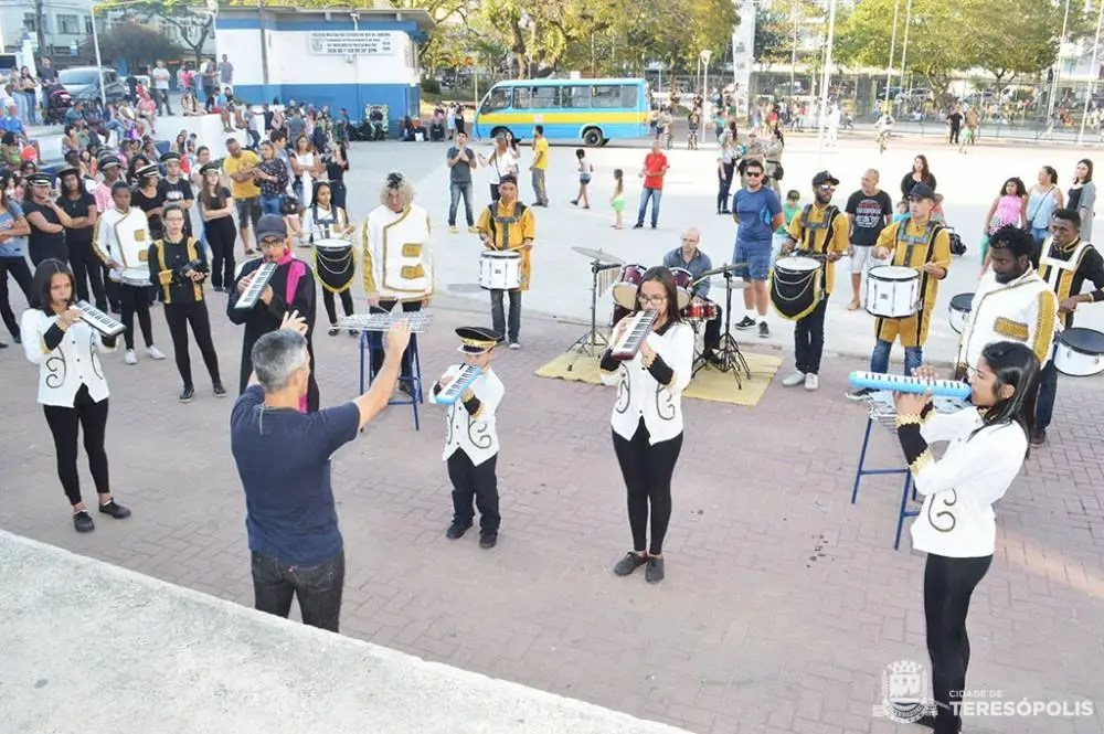 1º ENCONTRO DE BANDAS E TALENTOS ESCOLARES MOVIMENTA PRAÇA OLÍMPICA