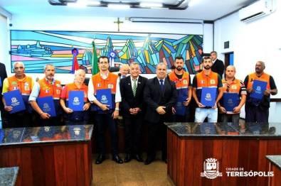 Equipe da Defesa Civil com os vereadores Tenente Jaime e Maurício Lopes