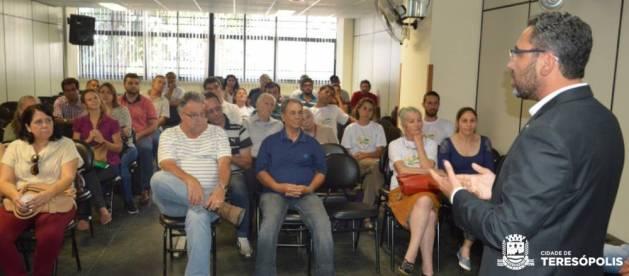 Subsecretário Nacional de Agricultura Familiar, Humberto Pereira, com o grupo de agricultores certificados