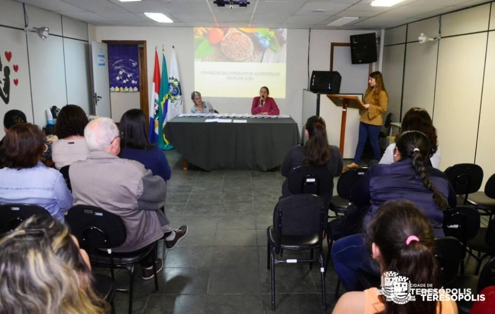 EMPOSSADO NOVO CONSELHO DE ALIMENTAÇÃO ESCOLAR DE TERESÓPOLIS