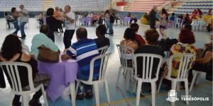 BAILE DO CARINHO PARA A MELHOR IDADE REÚNE CERCA DE 200 PESSOAS